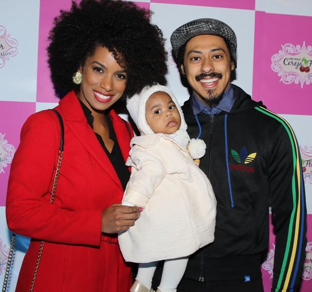 Ivi Pizzott com  Luís Navarro e a filha, Kali (Foto: Thiago Duran/AgNews)