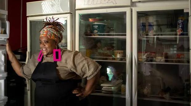 A empreendedora Débora Fidelis, dona do buffet Chef Debinha, arrecadou R$15 mil pela plataforma da fintech Firgus para comprar uma máquina de embalar a vácuo (Foto: Estadão Conteúdo)