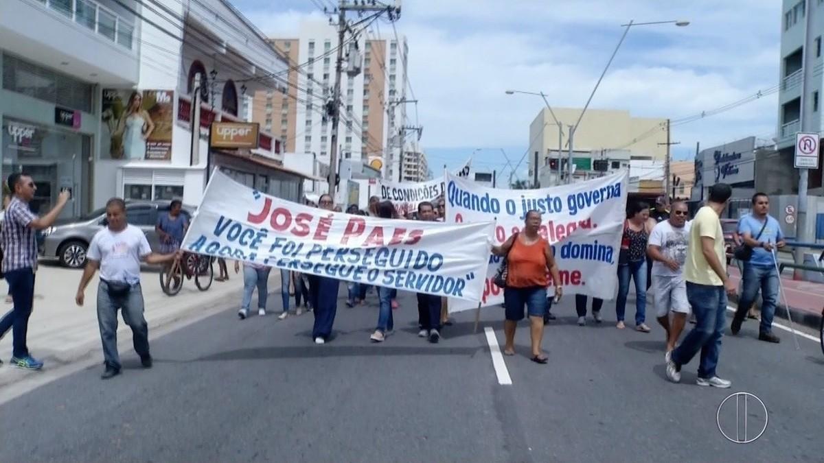 Servidores públicos municipais fazem novo protesto contra o parcelamento do 13º em Campos, no RJ