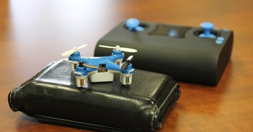 Drone anunciado como o menor do mundo é do tamanho de moeda; conheça