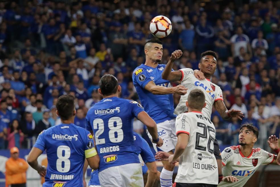 Lance de Cruzeiro 0 x 1 Flamengo: derrota no Mineirão, mas vaga garantida nas quartas de final da Libertadores (Foto: ERWIN OLIVEIRA /ESTADÃO CONTEÚDO)