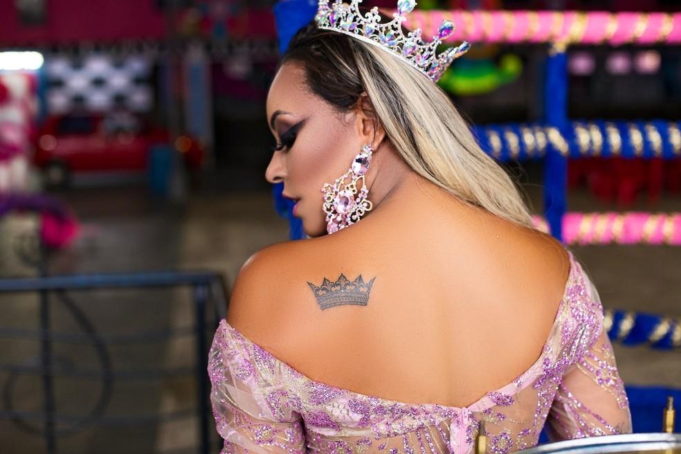Ana Beatriz Godói estreia como rainha na Rosas de Ouro — Foto: Eduardo Graboski/Divulgação
