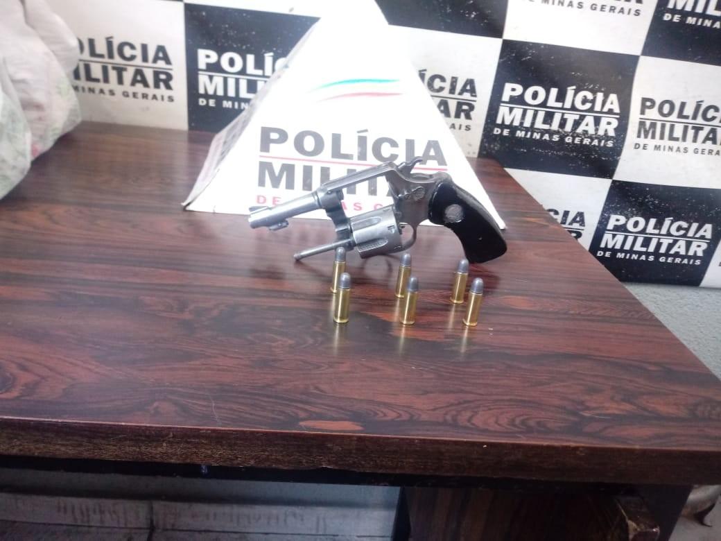 Homem armado é preso após ameaçar matar moradores em Divinópolis - Notícias - Plantão Diário