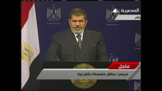 Justiça do Egito suspende sentença de morte contra Mohammed Morsi