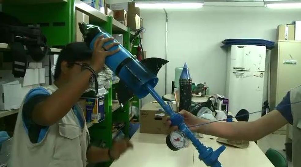 Foguete foi criado todo de pl�stico e apresentado em mostra no Rio de Janeiro  (Foto: Reprodu��o/Rede Amaz�nica )