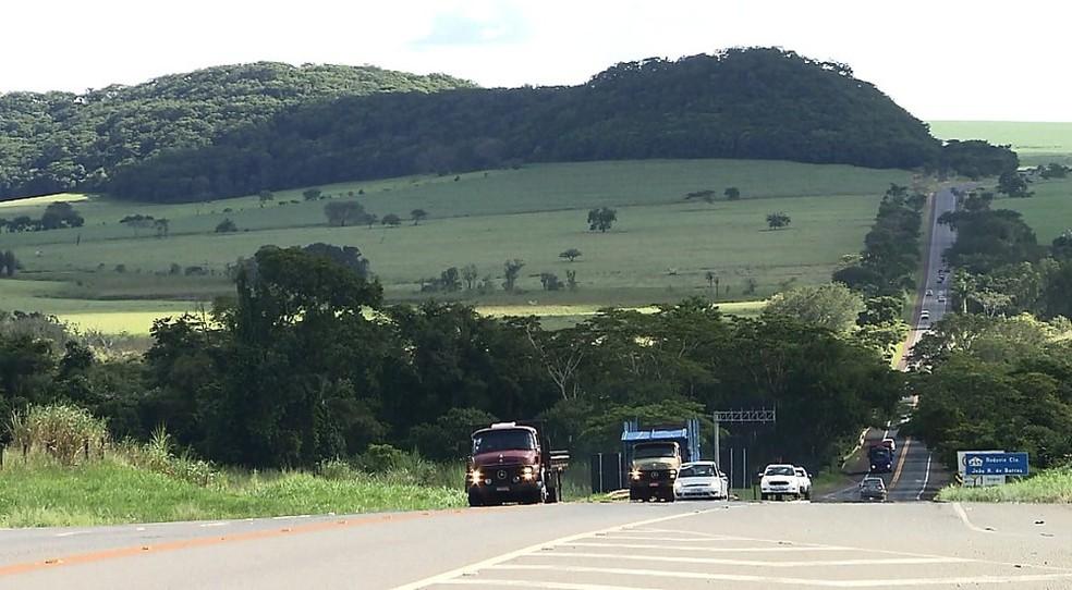 Rodovia Comandante João Ribeiro de Barros (SP-255) liga Araraquara a Jaú  (Foto: Reprodução/EPTV)