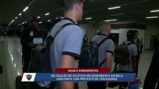 Após a derrota na libertadores, Atlético-MG desembarca em Belo Horizonte com vaias dos torcedores