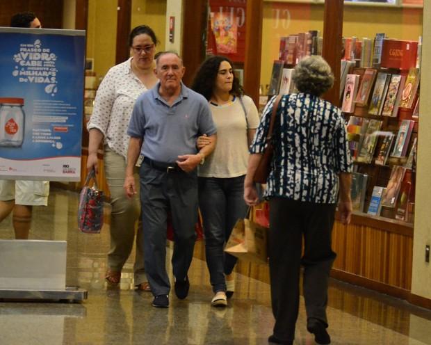 Lívian Aragão com os pais, Renato Aragão e Lílian Taranto (Foto: AgNews)