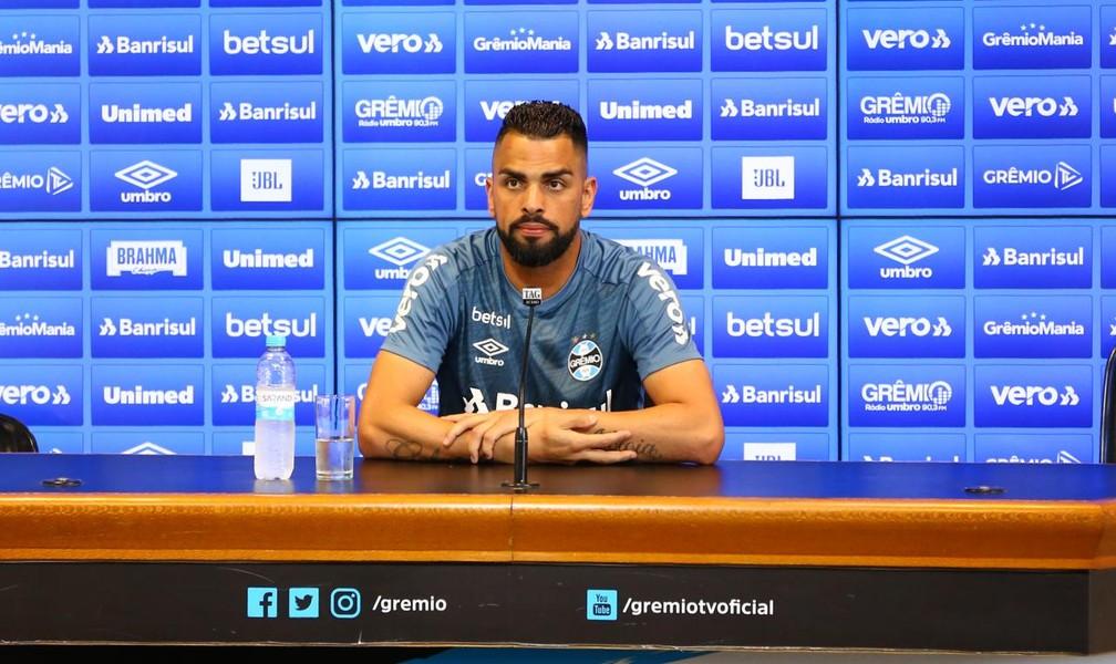 Maicon concede entrevista no Grêmio — Foto: Lucas Uebel/Grêmio