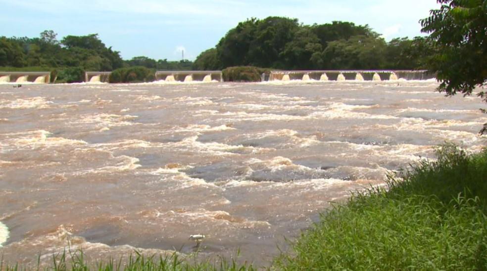 Rio Mogi Guaçu no distrito Cachoeira de Emas em Pirassununga — Foto: Marlon Tavoni/EPTV