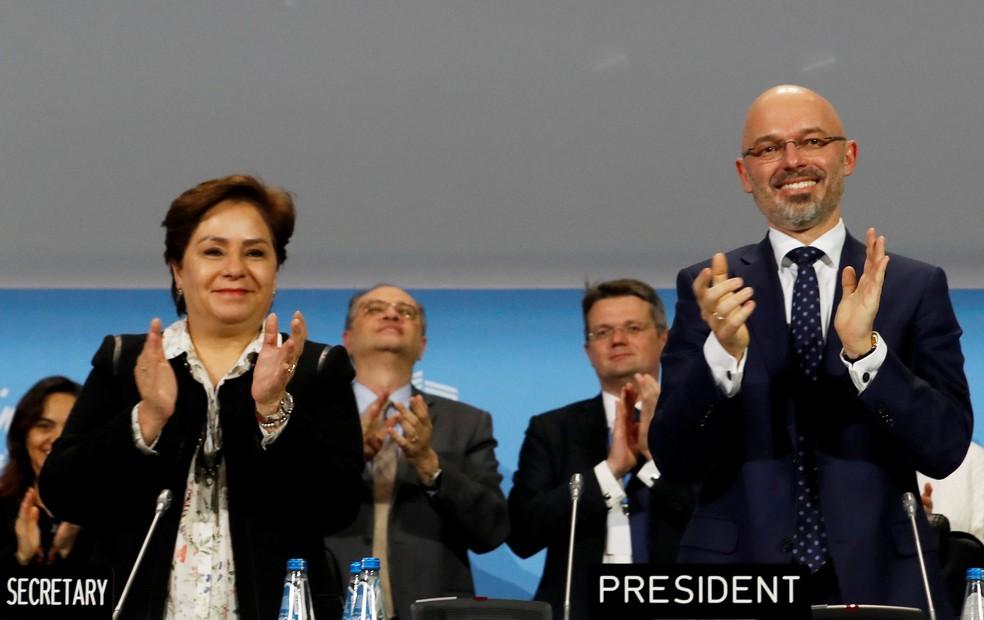 Polonês Michal Kurtyka, presidente da COP 24, comemora aprovação de pacote de medidas para o clima — Foto: Kacper Pempel/Reuters