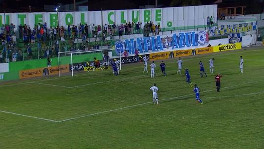 Cruzeiro resolve no 2º tempo, bate o Murici e encaminha a classificação