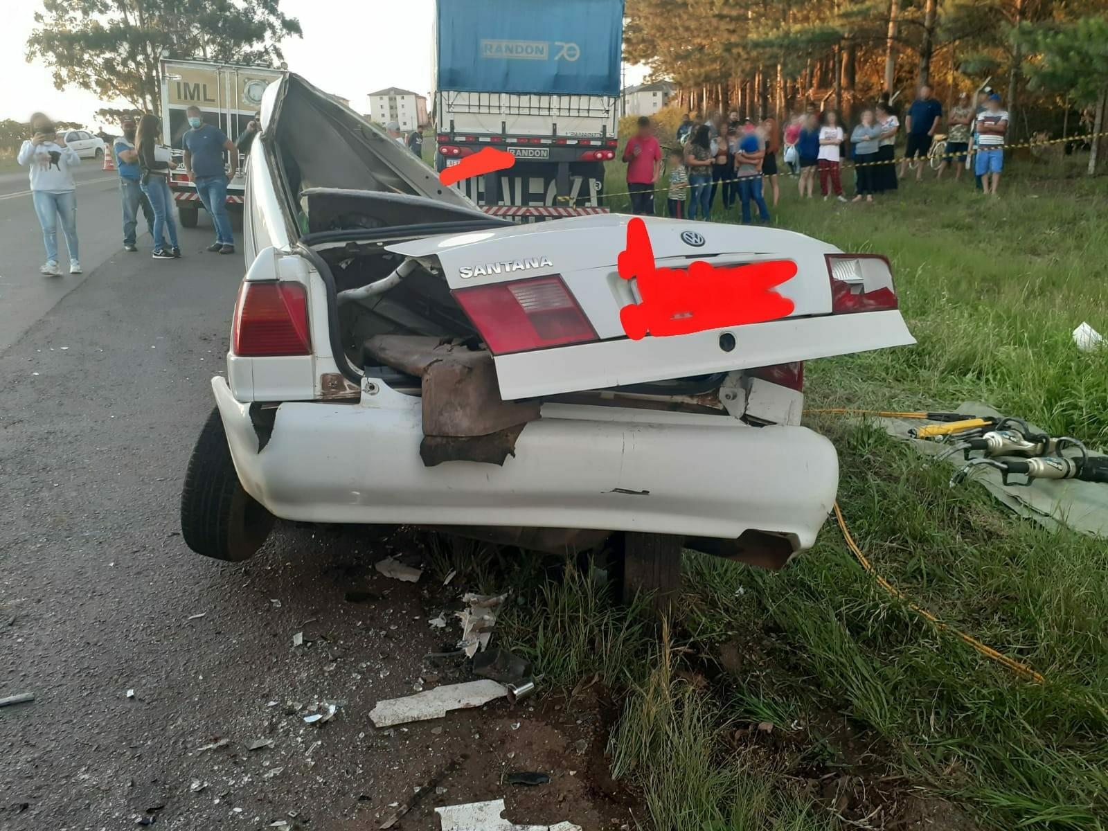 Casal morre em acidente entre carro e caminhão na PR-170, em Guarapuava
