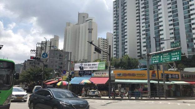 Como todos os desertores, Han recebeu ajuda para encontrar um novo lugar para morar em Seul (Foto: BBC News Brasil)