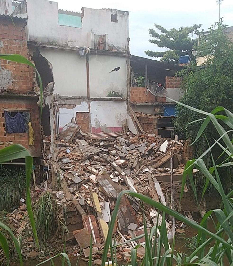 Casa é interditada após imóvel ao lado desabar em Barra Mansa — Foto: Divulgação/Defesa Civil