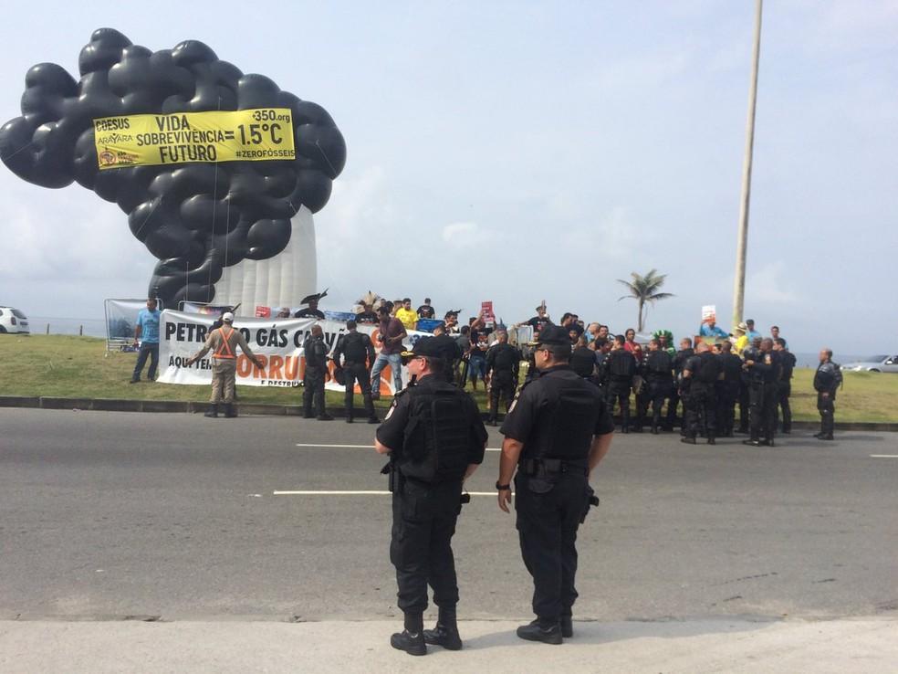 Protesto contra leilão da ANP no Rio — Foto: Alba Valeria Mendonça/G1