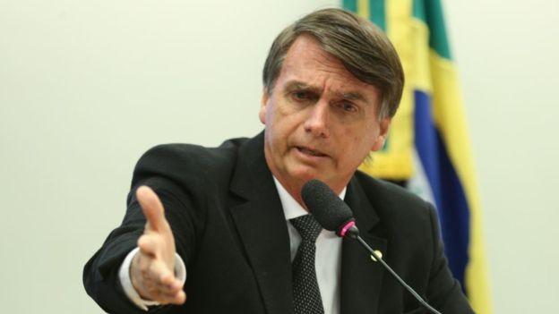 O WhatsApp disse que 'está investigando algumas contas' relacionadas à campanha de Bolsonaro (Foto: Agência Câmara via BBC News Brasil)