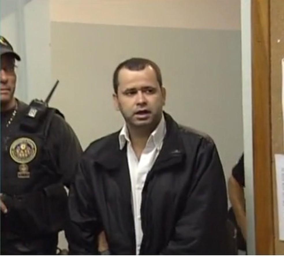 Fernando Cabeção voltou para presídio do ES em agosto de 2014 após ficar preso por oito anos em presídios federais em outros estados — Foto: Reprodução/TV Gazeta