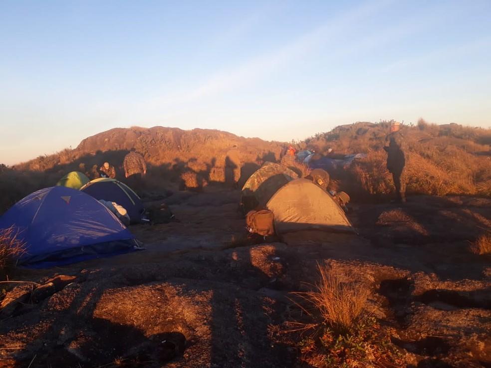 Grupo acampou no Pico dos Marins após sete horas de trilha (Foto: Arquivo Pessoal)