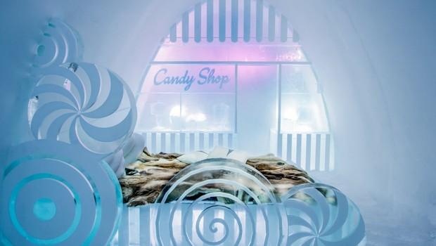 Até loja de doces os visitantes podem encontrar no The Ice Hotel (Foto: Divulgação)