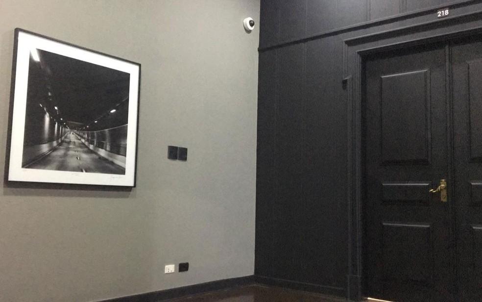 Sala do Palácio dos Bandeirantes teve parede e porta pintadas de preto — Foto: Gabriela Gonçalves/G1