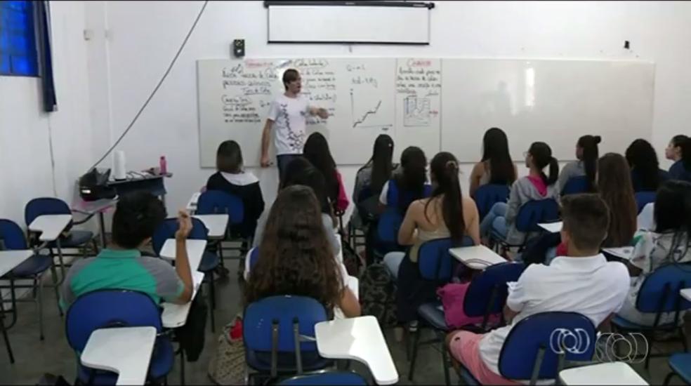 Estudantes abrem mão de férias para se preparar para o Enem (Foto: TV Anhanguera/Reprodução)