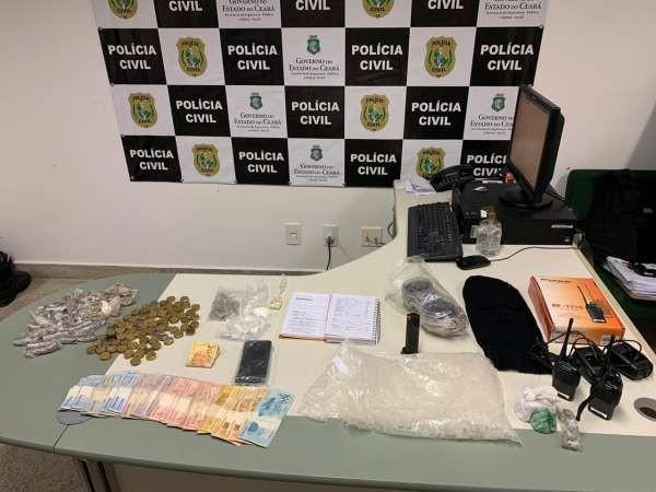 Chefe de organização criminosa é preso com arma, dinheiro e drogas no interior do Ceará