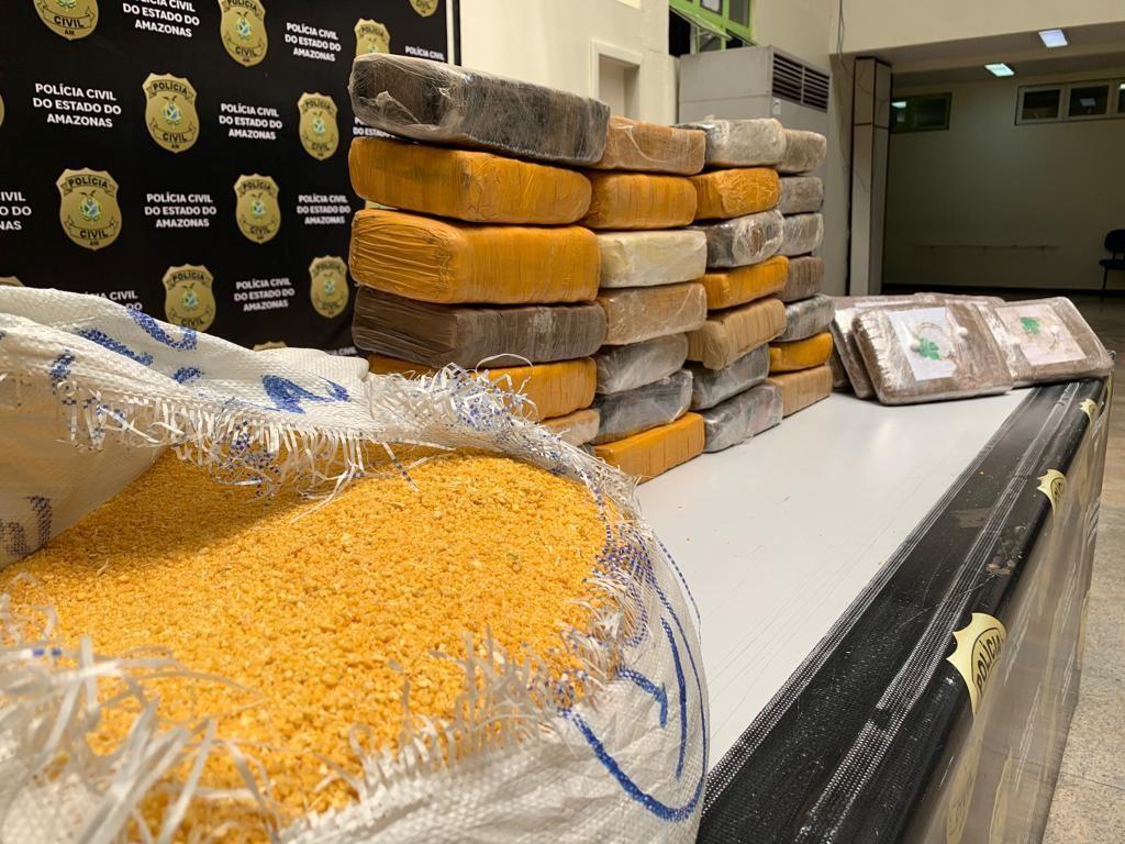 Polícia apreende 37 kg de maconha escondidos em saco de farinha e mala dentro embarcações em Manaus - Notícias - Plantão Diário