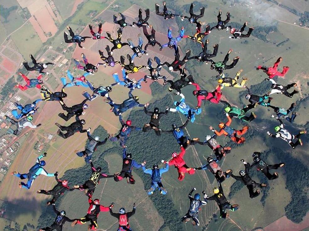 Grupo de paraquedistas bate recorde brasileiro em Boituva — Foto: Arquivo pessoal/David Rodrigues