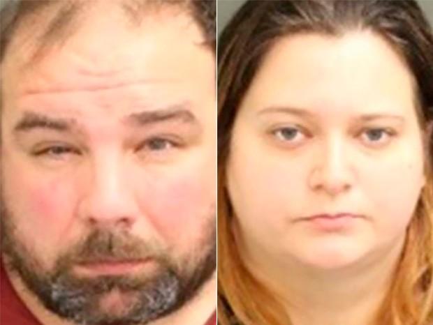O padrasto, Timothy Wilson II, e a mãe, Kristen Swann, vão responder a vários crimes (Foto: Reprodução/Polícia de Orlando)