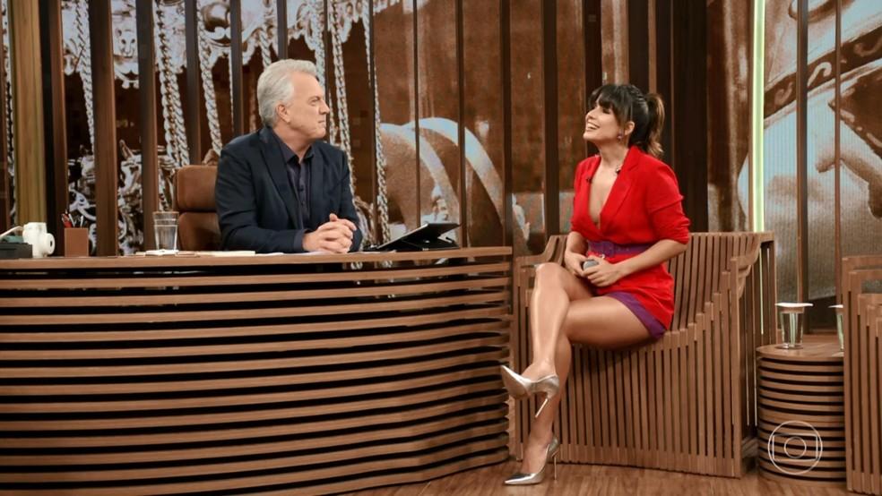 Paula Fernandes lembra do início da carreira no 'Conversa com Bial' — Foto: TV Globo