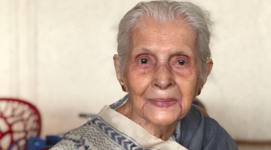 A vovó Latika Chakravorty criou sua própria marca de bolsas (Foto: Reprodução/latikasbags.com)