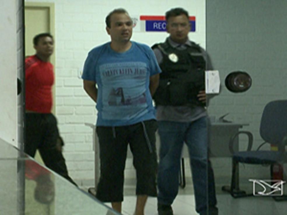 Júnior Bolinha, após ser recapturado pela polícia (Foto: Reprodução/TV Mirante)