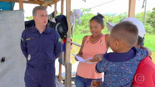 Luciano Huck conhece família que vive em casa sem paredes no meio da Floresta Amazônica