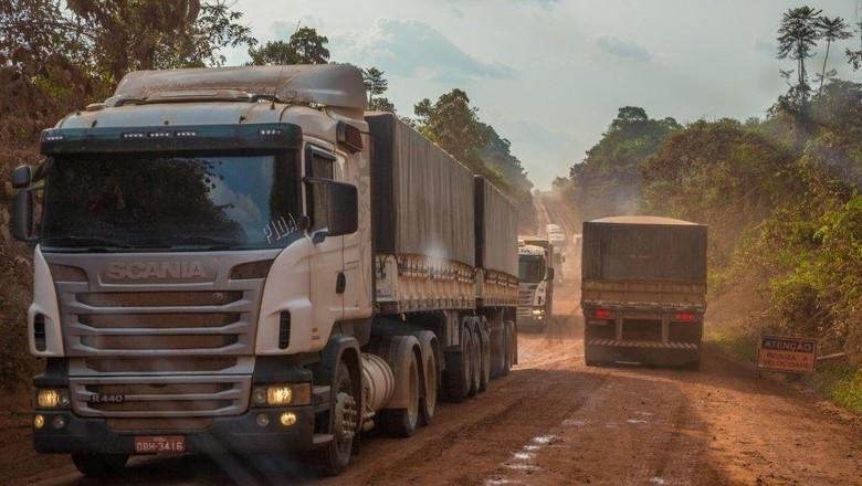 trecho-br163-asfalto-caminhao-estrada-rodovia (Foto: Marcos Camargo)
