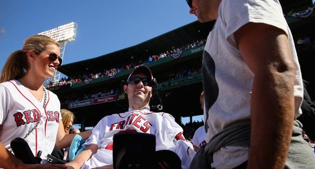 Morre Pete Frates, responsável por popularizar o Ice Bucket Challenge
