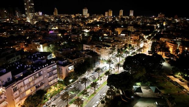 Vista noturna de Tel Aviv, Israel (Foto: Amir Cohen/Reuters)