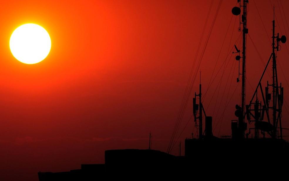 Pôr do sol em Brasília durante temporada de seca, em imagem de arquivo — Foto: Pedro Ventura/Agência Brasília