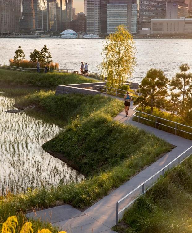 Pista de corrida entre o East River e um rio instalado no parque (Foto: David Lloyd/  Reprodução)