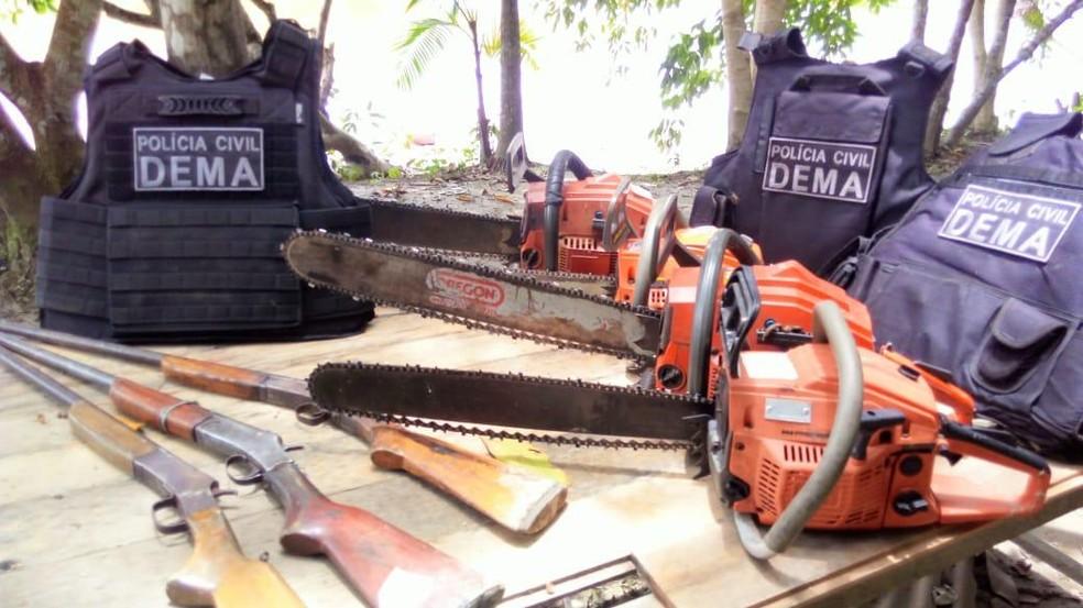 Dema apreende três espingardas e quatro motosserras em operação 'Armistício', na Zona Rural de Macapá — Foto: Dema/Divulgação