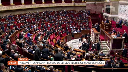 Parlamento francês aprova projeto de lei que restringe manifestações no país