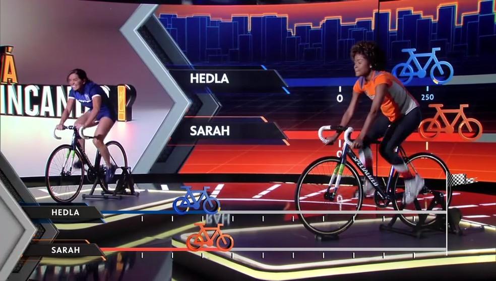 Sarah na disputa da prova 'Pedalera' com Hedla Lopes, do supertime master do 'Tá Brincando' — Foto: TV Globo