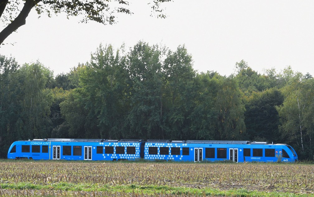 O trem movido a hidrogênio em seu primeiro dia de operação na Baixa Saxônia — Foto: Patrik Stollarz/AFP