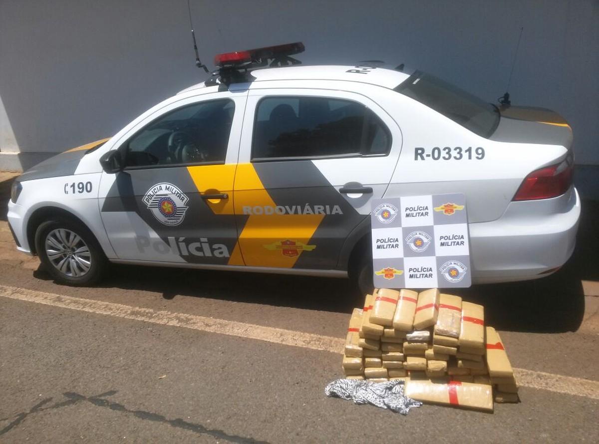 Polícia apreende 51 tabletes de maconha em rodovia de Sud Mennucci