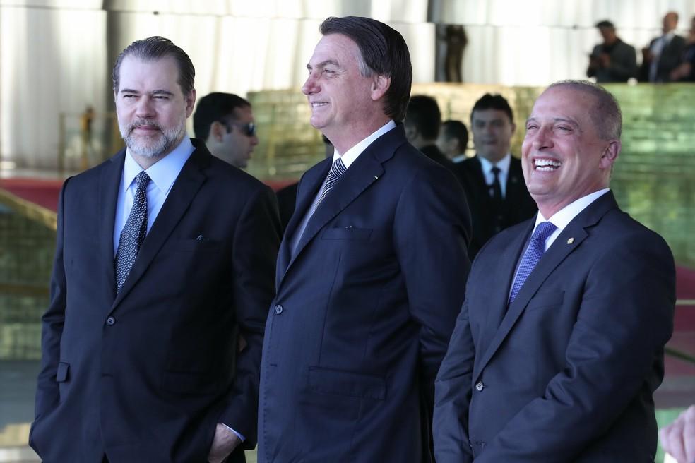 Toffoli (à esquerda)  e Bolsonaro (centro) após reunião no Palácio do Planalto — Foto: Marcos Corrêa/ Presidência da República