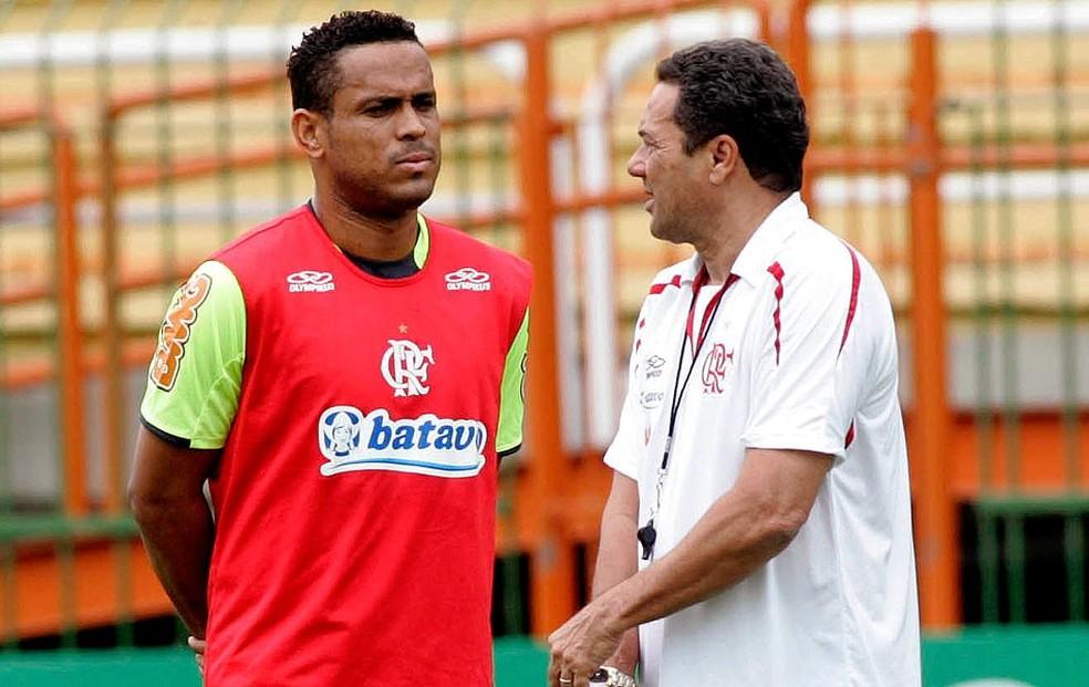 Segundo Val Baiano, Luxemburgo não o manteve no Flamengo em 2011 (Foto: Maurício Val / VIPCOMM)
