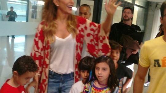 Com o filho, Ivete Sangalo chega à Arena Fonte Nova para show no FV