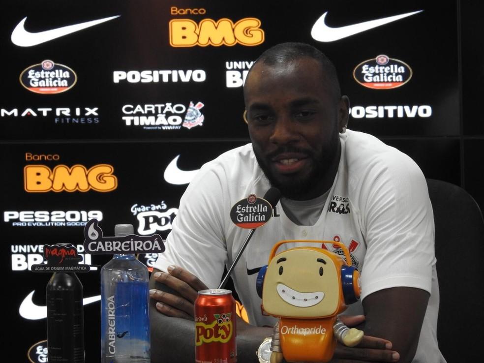 46aad19235 Manoel veste camisa do Corinthians com novo patrocínio e quer ...