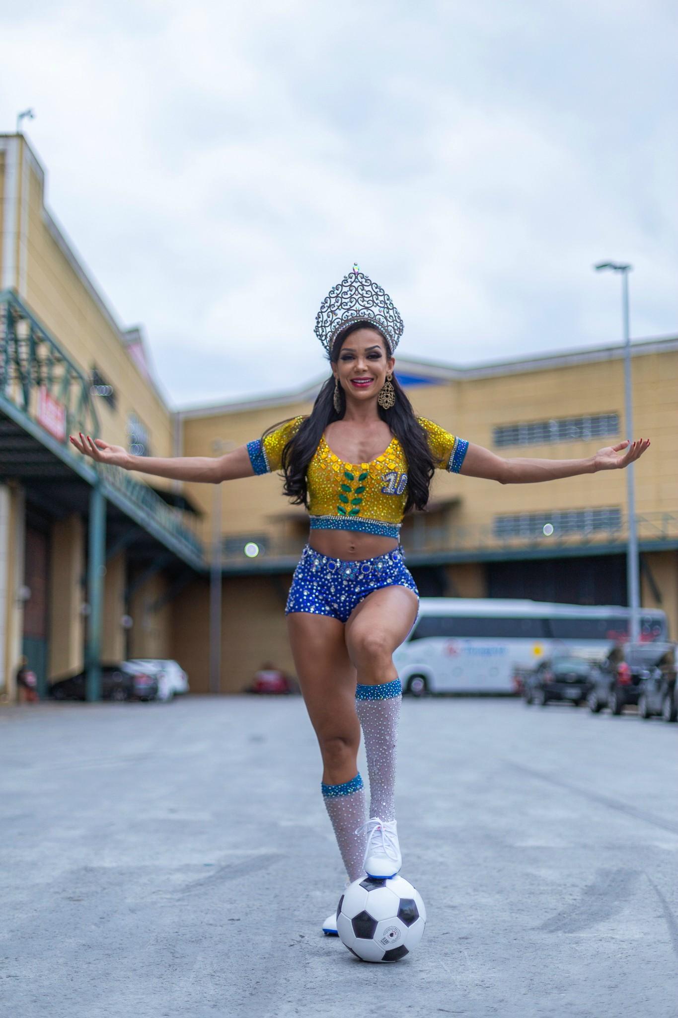 Rainha da Inocentes, Letícia Guimarães faz ensaio inspirado na jogadora Marta