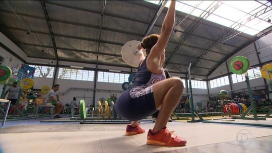 Cheia de talentos, filha de Dudu Nobre é revelação no levantamento de peso